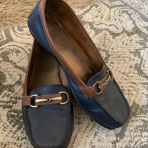 🕶5/$25 Elmont style- navy & brown loafers